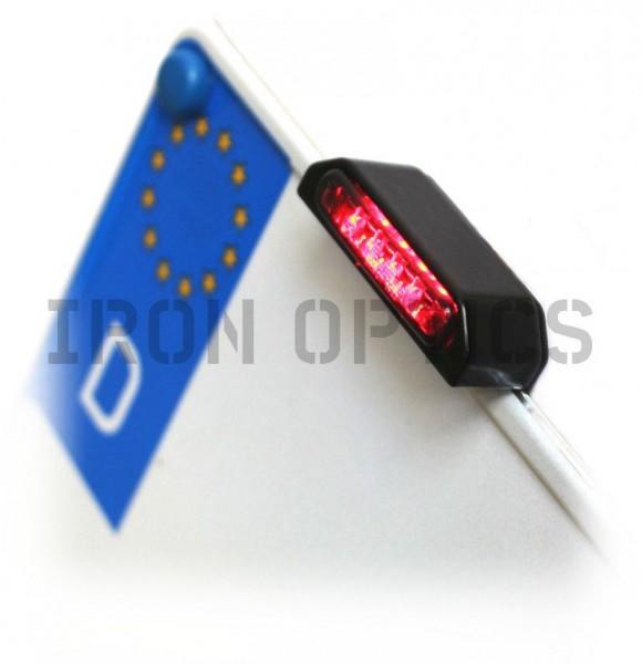 """LED Rücklicht / Bremslicht mit passenden """"IRON OPTICS"""" Halter, für seitliche Kennzeichenhalter"""