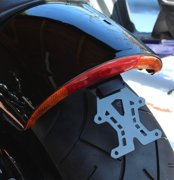 kurzer mittiger Kennzeichenhalter + Beleuchtung für Harley Davidson V-Rod Muscle VRSCF